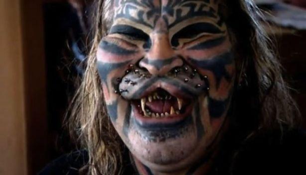"Dennis Avner ""El hombre gato"" 00"