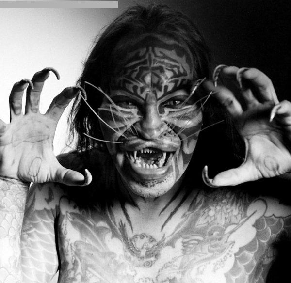 "Dennis Avner ""El hombre gato"" 06"